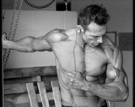 体脂极低的男人血管清晰激凸