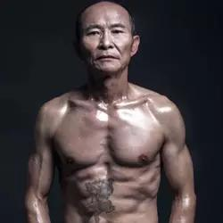 61岁老爷子晒八块腹肌吊爆了