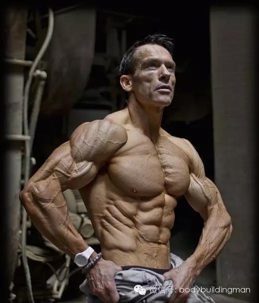 这位45岁大叔的逆天体脂