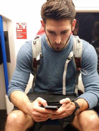 英国地铁帅哥肌肉男爆红