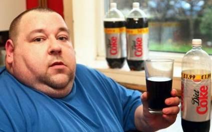英男子30天内日喝10罐可乐 体重飙升27斤